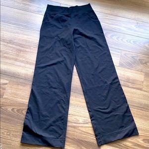 Lululemon still pants size 6 regular length